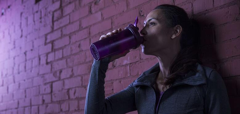 Drinking protein shakes improves recovery from workouts.